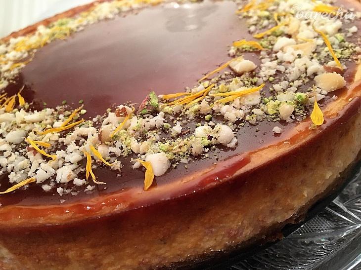 Banánový cheesecake so slaným karamelom