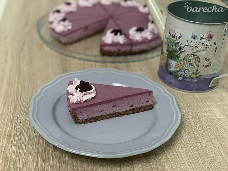 Čučoriedkový cheesecake s lesným ovocím