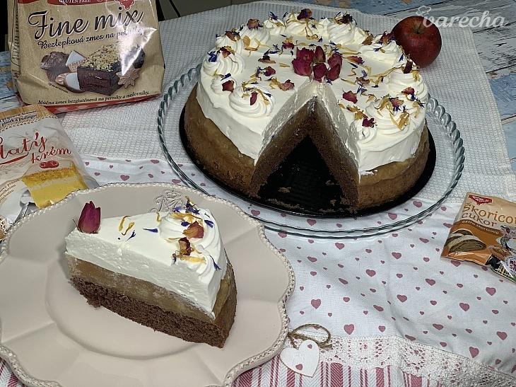 Bezlepková perníková torta s jablkami a...