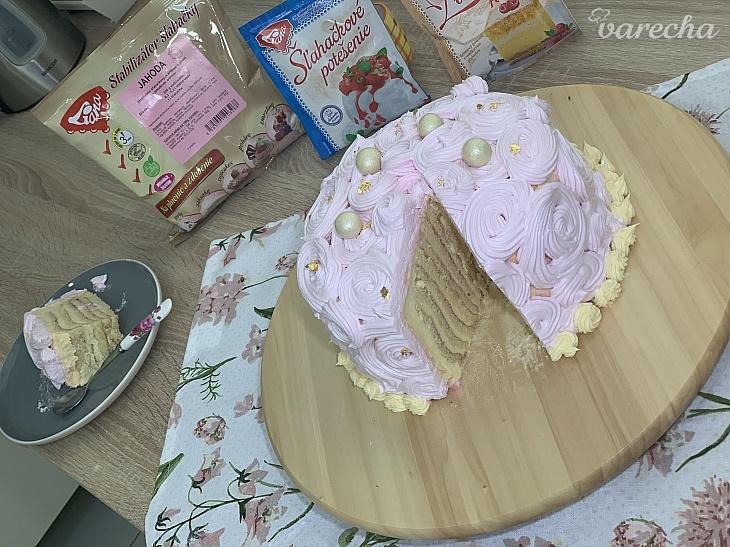 Torta s vanilkovým krémom a jahodovou...