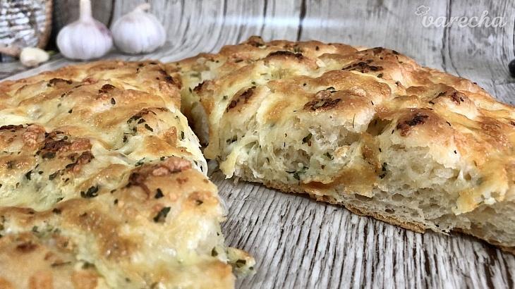 Syrovo-cesnakový chlieb (videorecept)