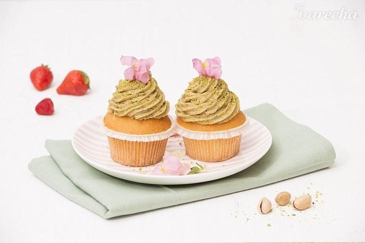 Muffiny svetlé s pistáciovým krémom