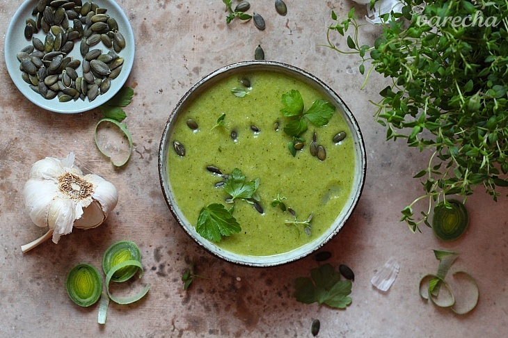 Zdravá polievka zo zelenej zeleniny